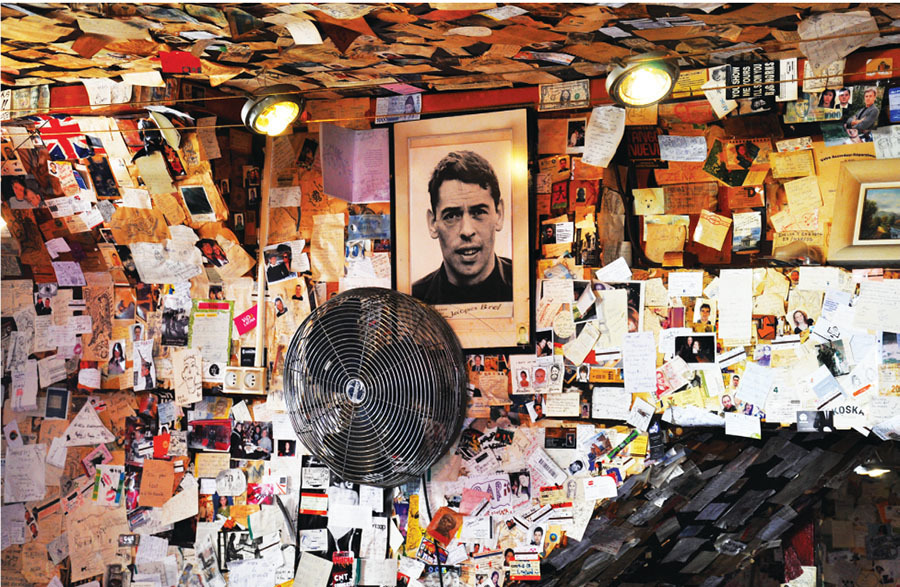 Portrait of Jacques Brel in a bar in Montmartre, Paris, France. Image: Francesco Consiglio / Shutterstock.com.