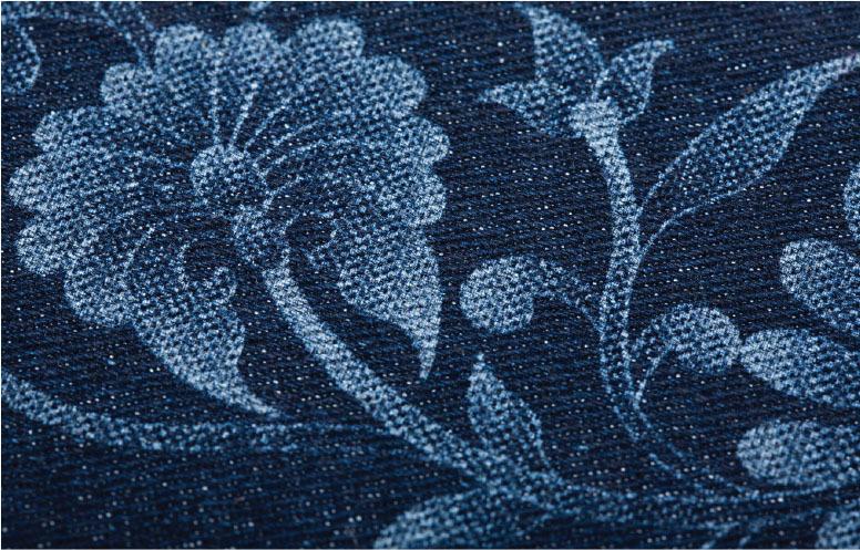 Рис. Цветочный узор из джинсовой ткани, изготовленный с помощью лазера.