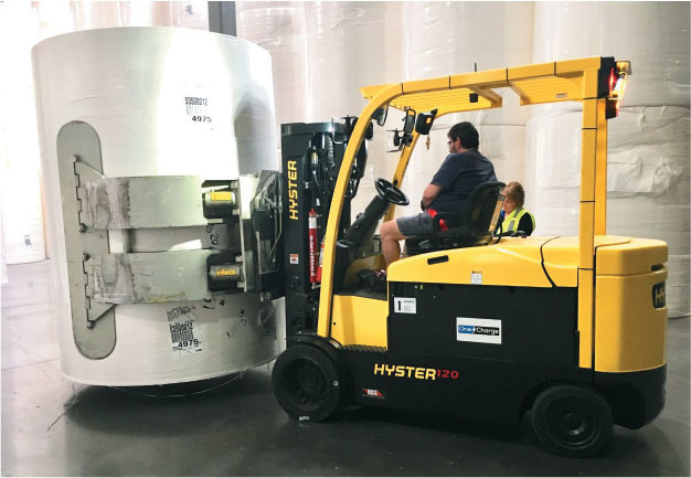 Hyster lift truck with a paper roll clamp powered by lithium battery